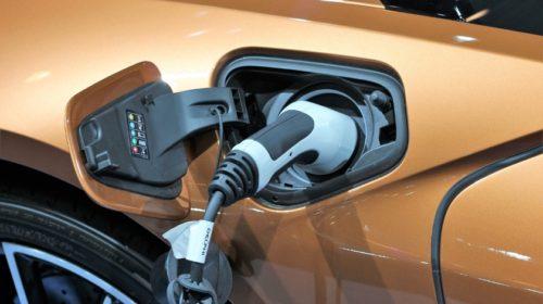 Praha porušila zákon v souvislosti s pravidly pro parkování hybridních vozidel